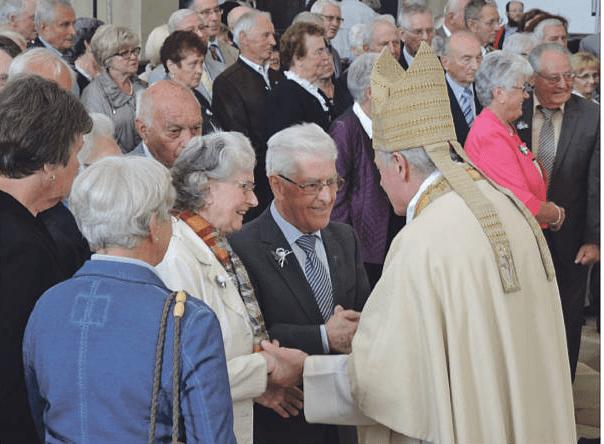Weihbischof Losinger Mit Ehejubilaren 2014